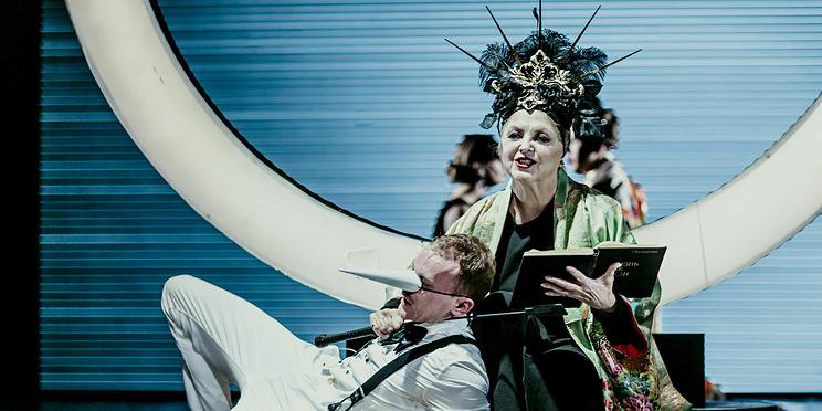 Целая эпоха на сцене: шесть спектаклей Чеховского фестиваля — 2019