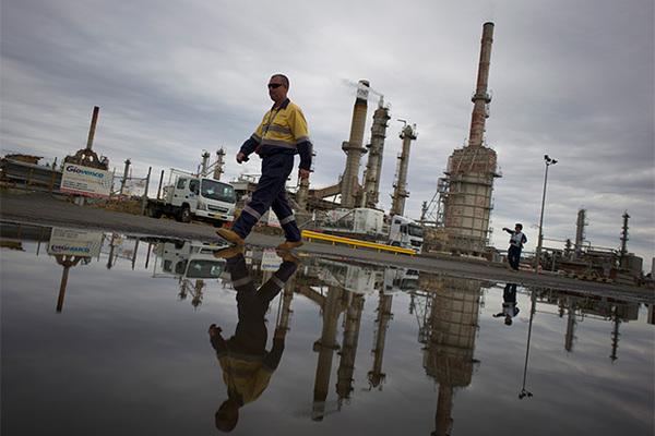 Атака на трубопровод заставила нефть дорожать