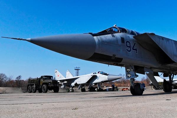 Путину показали МиГ-31 с «Кинжалом»