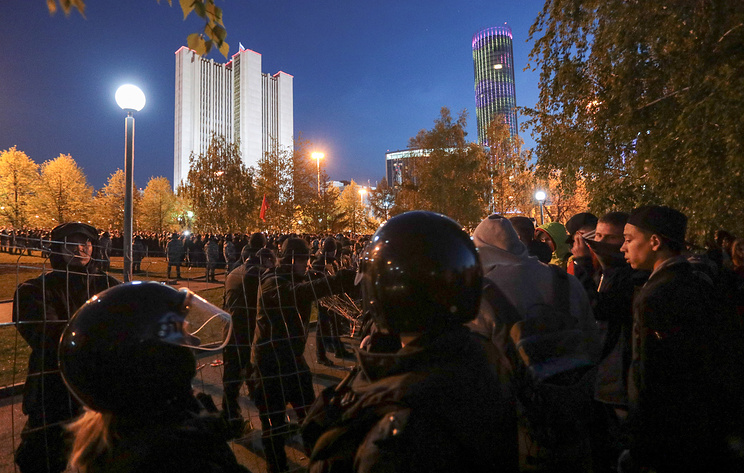 В Екатеринбурге задержали 23 человека на несогласованных акциях