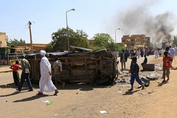 Журналиста российского агентства избили палками в Судане