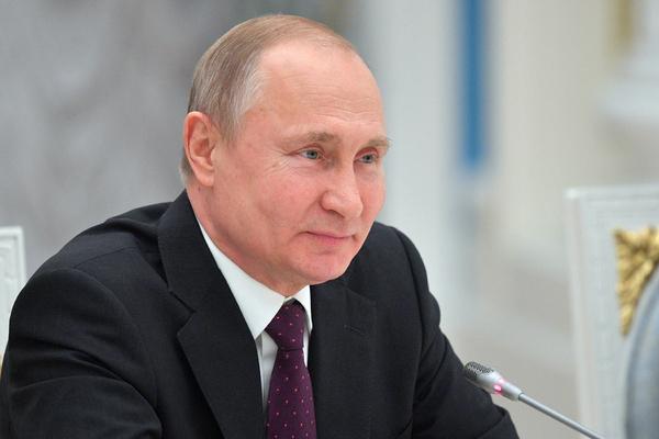 Путин назвал наглостью историю с непостроенной детской площадкой