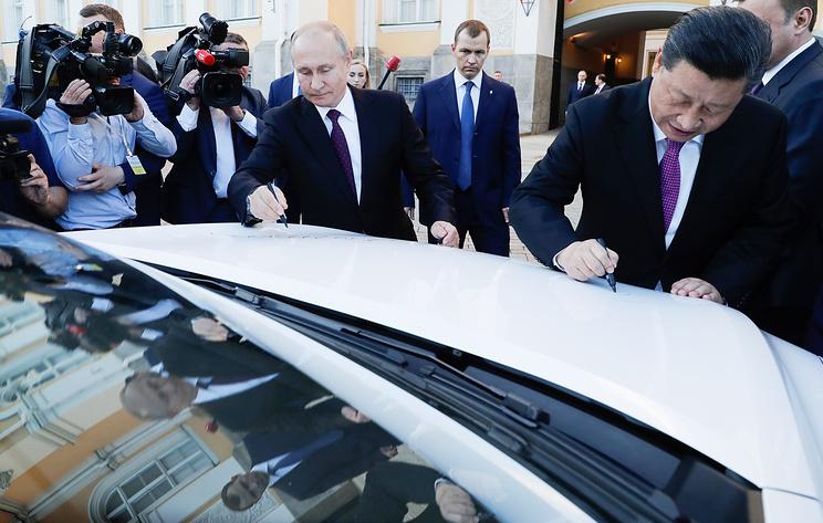 Путин и Си Цзиньпин осмотрели внедорожники Haval и уехали из Кремля на лимузине Aurus