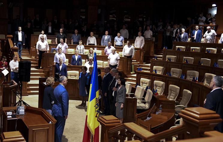 Тревожное двоевластие. Как развивается политический кризис в Молдавии