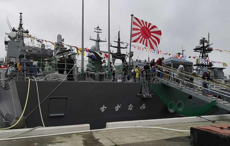 """Японский эсминец """"Судзунами"""" во Владивостоке посетили более 2 тыс. человек"""