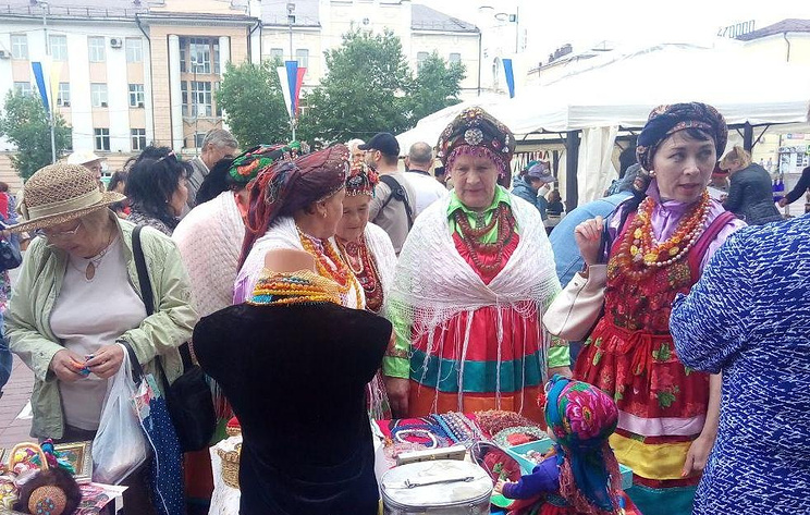 Жителей и гостей Улан-Удэ в День России накормили деликатесами из облепихи и мяса яка
