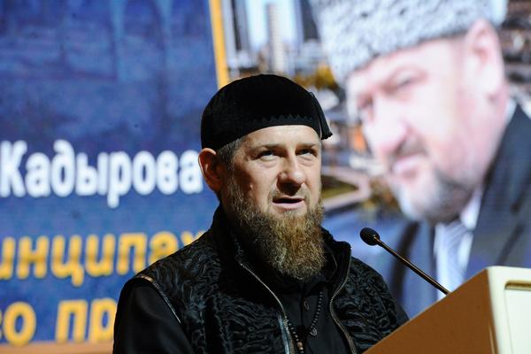 Кадыров отреагировал на снос знака на границе с Дагестаном
