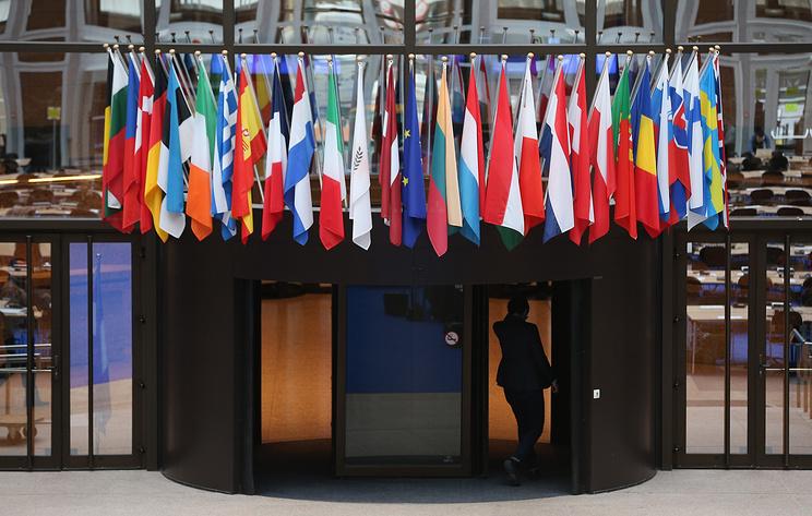 Источник: послы ЕС утвердили без дискуссии продление на год санкций против РФ по Крыму