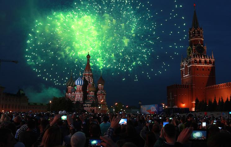Салют в Москве в честь Дня России. Видеотрансляция