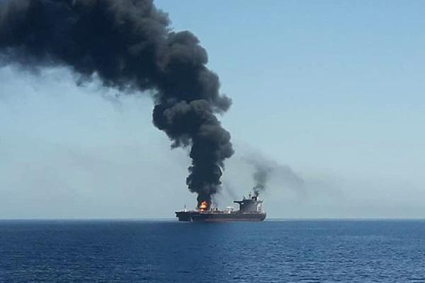 Названо число россиян на атакованном в Оманском заливе танкере