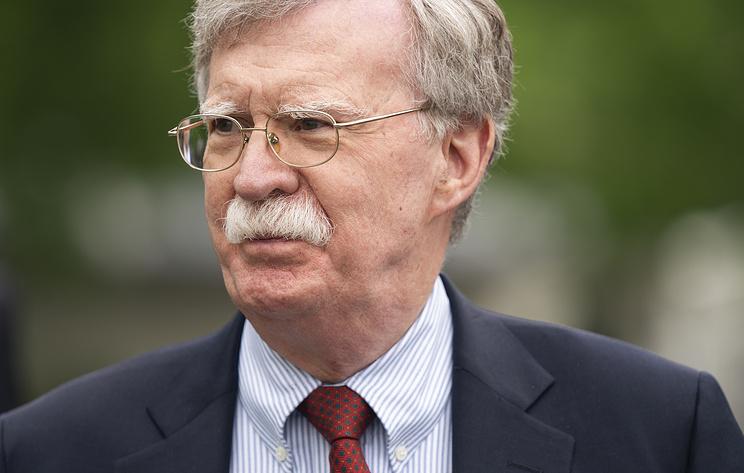 Болтон: избрание Зеленского создает новые возможности для налаживания отношений США с РФ