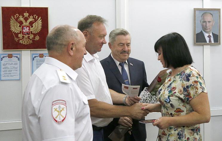 Быстрее, чем ожидали. Первые жители Донбасса получили паспорта РФ в упрощенном порядке