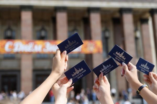 Планирующих стать студентами вузов российских выпускников стало меньше