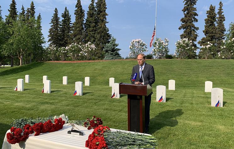 Церемония официального открытия обновленных памятников советским военным прошла на Аляске