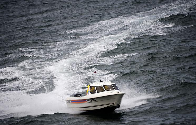 На борту перевернувшегося в Черном море судна находились 55 человек