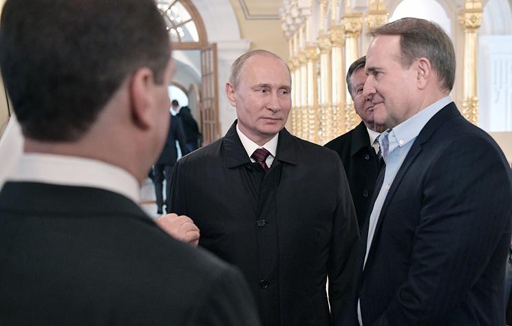 Медведчук рассказал, как Путин стал крестным отцом его дочери