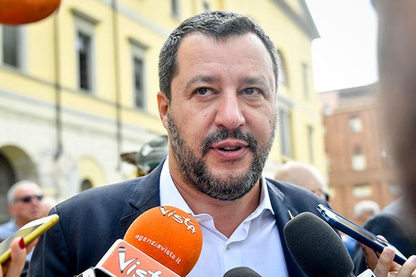 Вице-премьер Италии открестился от рублей и водки из России