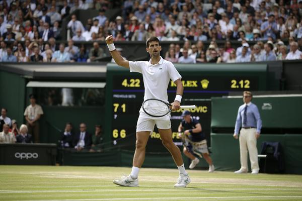 Джокович победил Федерера в пятичасовом финале Уимблдона