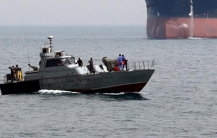 СМИ: Иран задержал в Персидском заливе иностранное судно с контрабандным топливом