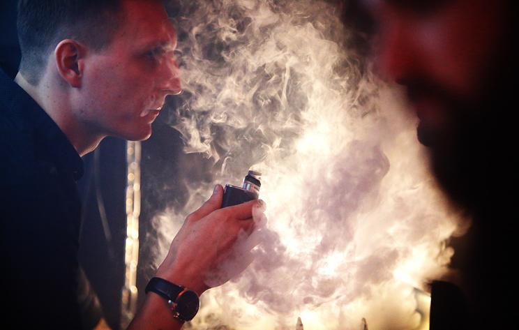 Минздрав не считает электронные сигареты безопасной альтернативой обычному курению