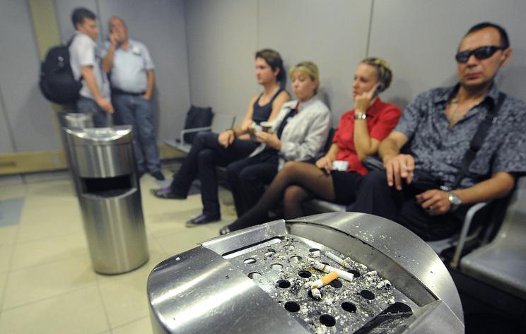 Госдума осенью планирует принять закон о возвращении курилок в аэропорты