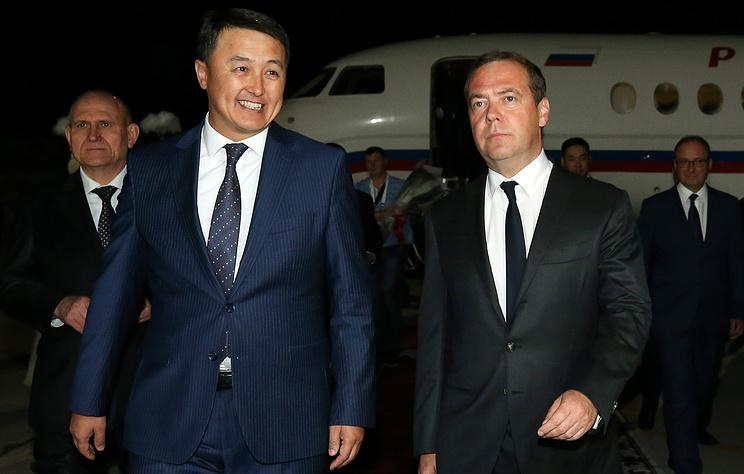 """Медведев считает, что Киргизия исчерпала """"лимит на революции"""""""