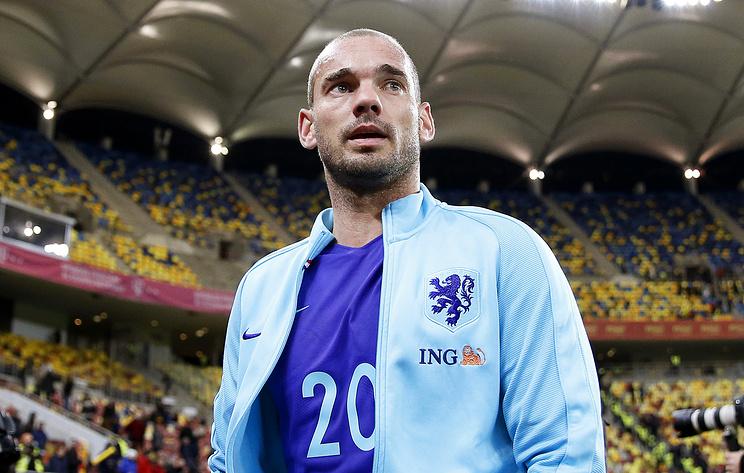Бывший футболист сборной Нидерландов Снейдер завершил карьеру
