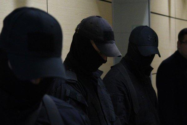 После обыска в штабе Навального задержали восемь человек