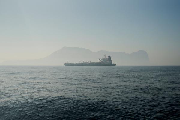 Иран задержал танкер с контрабандным топливом на борту