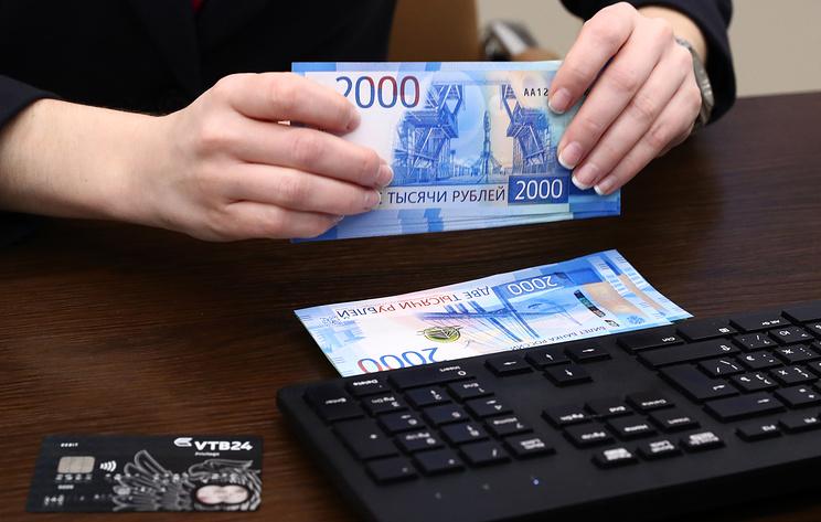 ВЦИОМ: две трети россиян предпочитают сберегать деньги, а не тратить