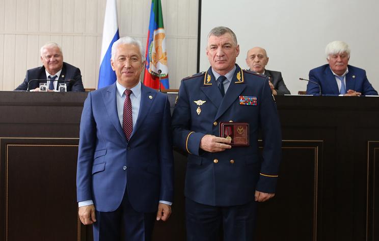 Глава Дагестана вручил ополченцам медали к 20-летию разгрома боевиков в 1999 году