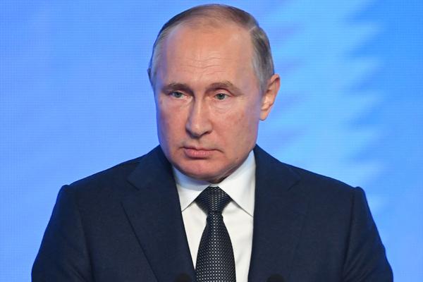 Путин пожурил журналиста за искажение смысла своих слов