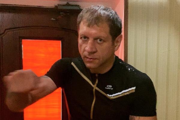 Александр Емельяненко подрался с соперником до боя