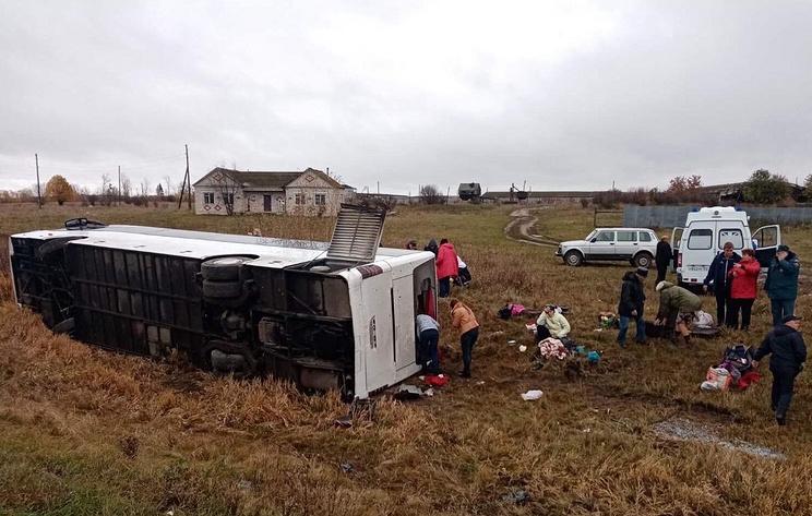 Под Нижним Новгородом перевернулся туристический автобус