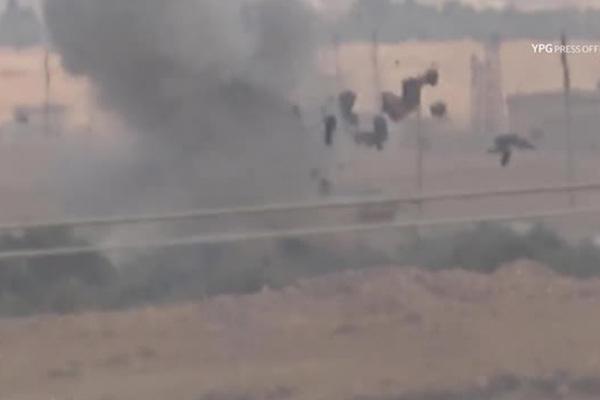 Курды сняли на видео подрыв турецкой бронетехники