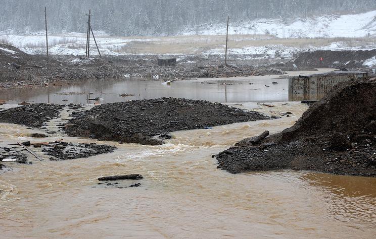 В СК заявили, что в результате прорыва в Красноярском крае разрушены пять дамб