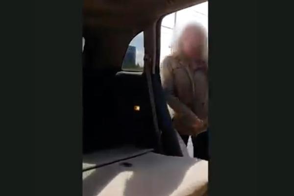 Муж уличил жену в измене с любовником на заднем сиденье ее машины