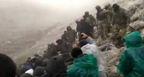 Дагестанцы устроили массовую драку с силовиками из-за водопровода