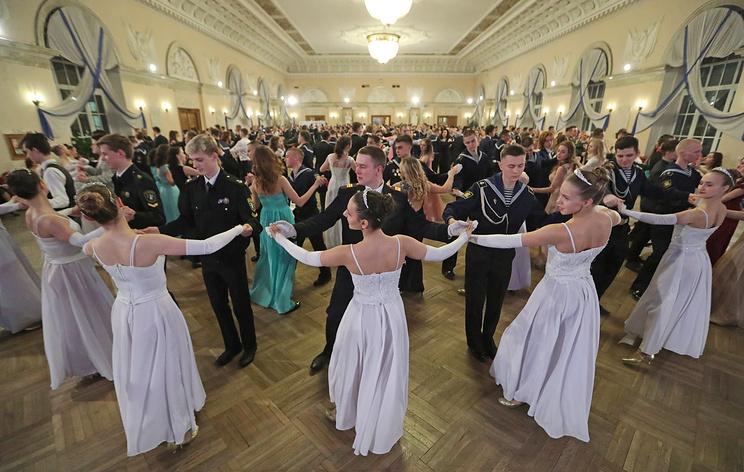 В Петербурге состоялся морской молодежный бал
