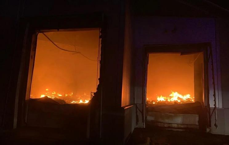 Площадь пожара на складе в Жуковском выросла до 3,5 тыс. кв. м