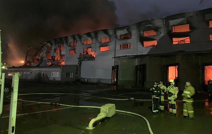 В Жуковском горит склад на площади более 1,5 тыс. кв. м