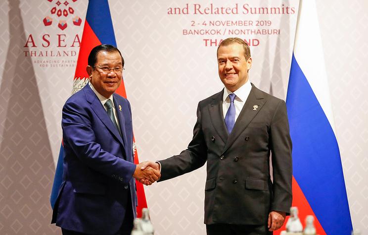 Медведев в Бангкоке встретился с премьер-министром Камбоджи