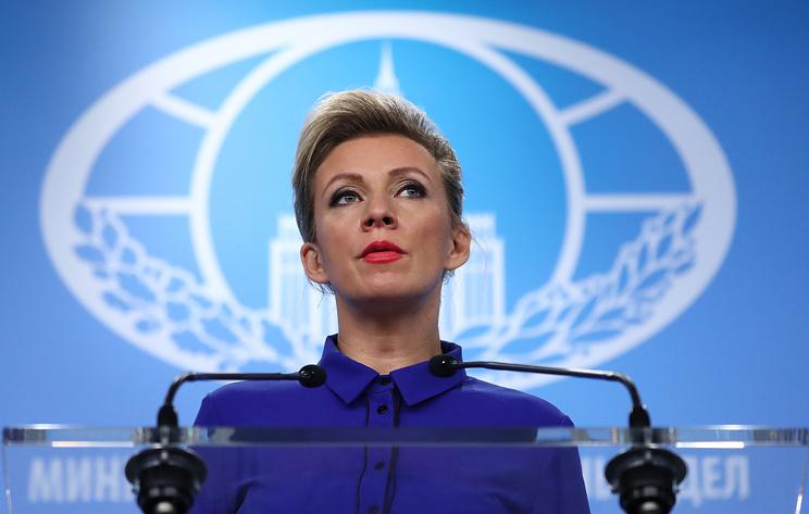 Захарова назвала подлогом статью NYT о задержке вылета атташе США