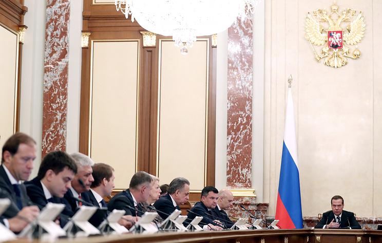 Медведев поручил в недельный срок упорядочить законопроектную работу в правительстве
