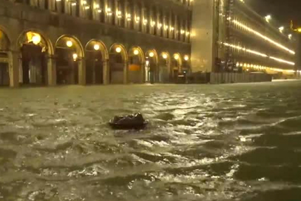 Венецию рекордно затопило