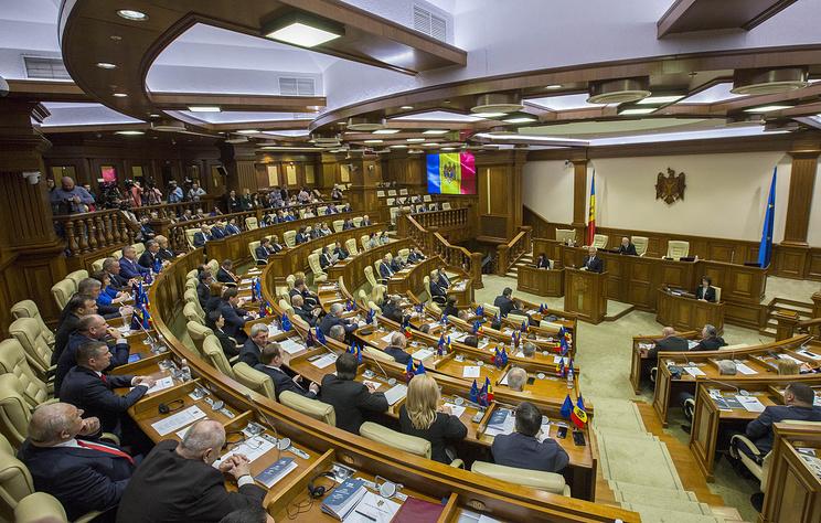 Парламент Молдавии утвердил программу и состав правительства Иона Кику