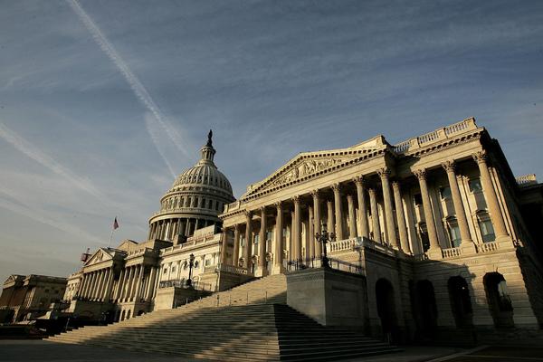 Конгресс США эвакуировали из-за воздушной тревоги