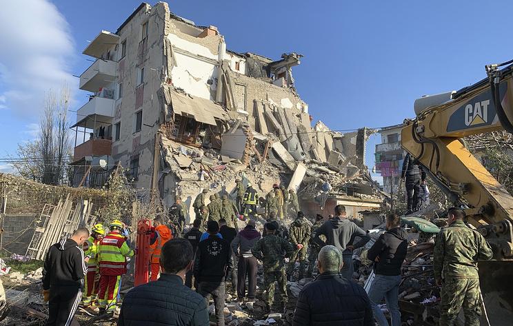 """""""Самое важное - спасти жизни людей"""". В Албании более 20 человек погибли при землетрясении"""