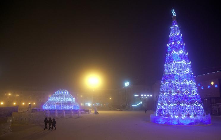 В Якутии зажгли первые в стране новогодние елки