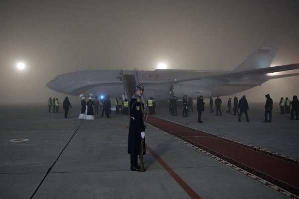 Посадивших самолет Путина в туман пилотов наградили пирогом